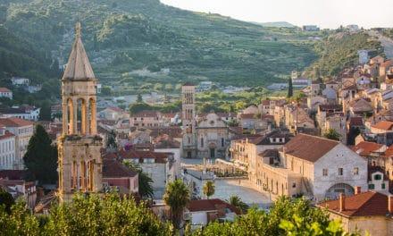 Hvar si připomene 150 let organizované turistiky