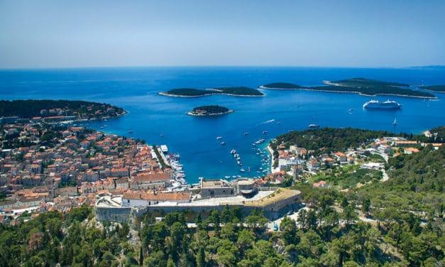 Do Chorvatska letos přijíždí zase více lidí