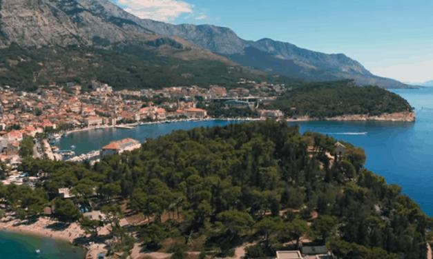 Chorvatská Makarská z dronu